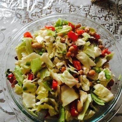 salada de feijão vermelho com queijo feta e pimentão