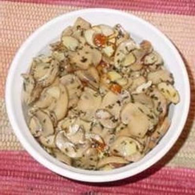 brie assado com cogumelos e amêndoas