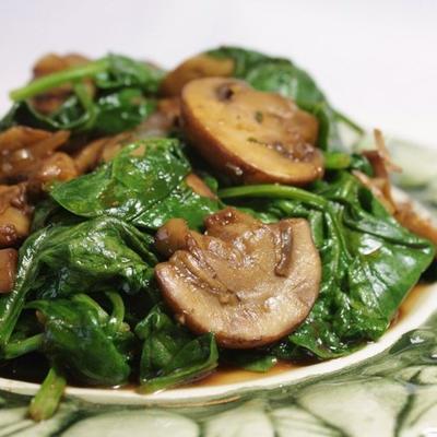 cogumelos e espinafre estilo italiano