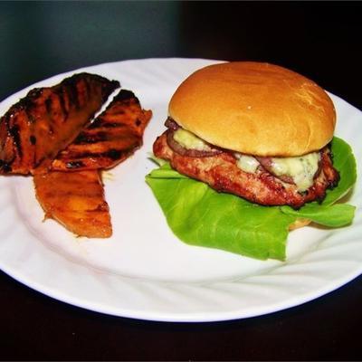 hambúrgueres de peru com queijo azul