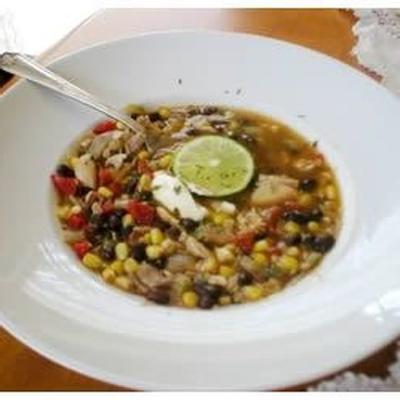 sopa de galinha com feijão preto e milho