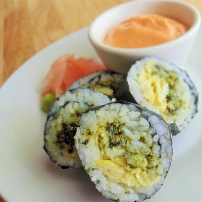 sushi de ovo e pesto