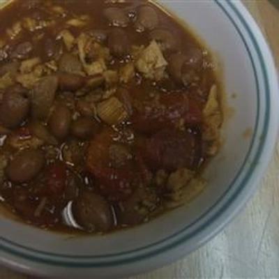 guisado de peru com sabor de pimentão com canjica e tomate