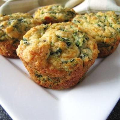 muffins de queijo cheddar de espinafre