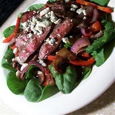bife de ferro e salada de espinafre