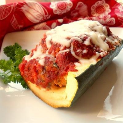 bolo de carne italiano em barcos de abobrinha