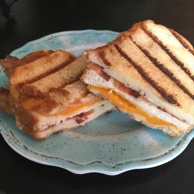 maçã, bacon e cheddar panini