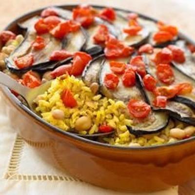 arroz marrom e selvagem cozido no forno vegetariano com berinjela