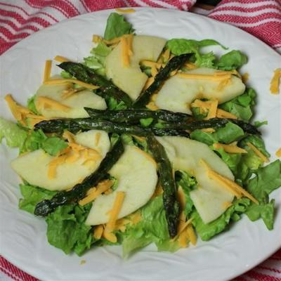 espargos assados e salada de maçã