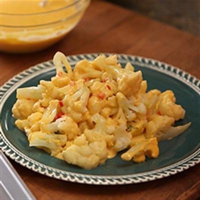 couve-flor de utokia em pimentão e molho de queijo