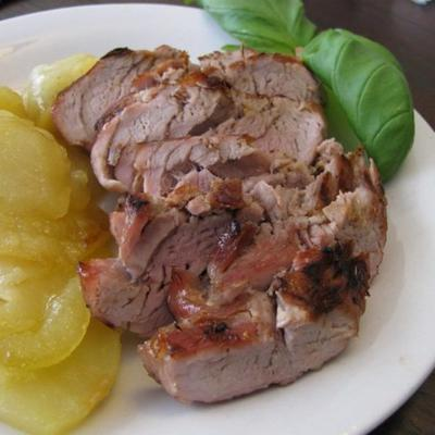 lombo de porco grelhado com maçãs fritas