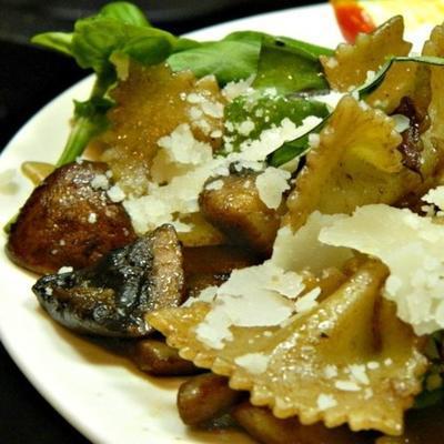 macarrão cogumelo portobello com manjericão
