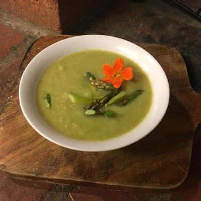 espargos cremosos e sopa de couve-flor