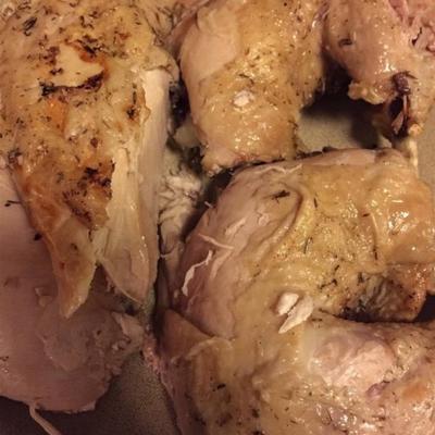 frango assado inteiro cozido com pressão de azeite