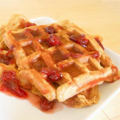 waffles de batata-doce com xarope de maple cranberry