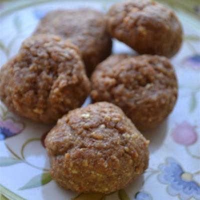 bolas de energia de manteiga de amendoim