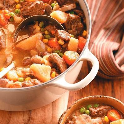 carne picante e ensopado de legumes