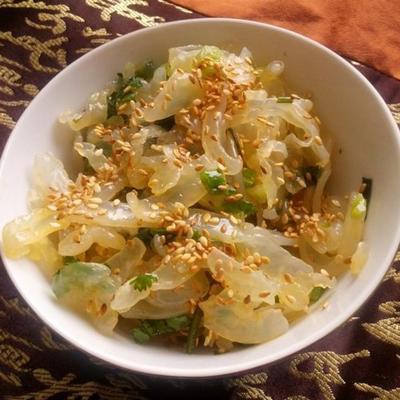 salada de água-viva de gergelim