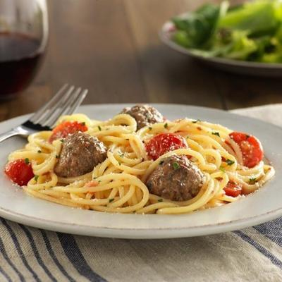 espaguete sem glúten e almôndegas