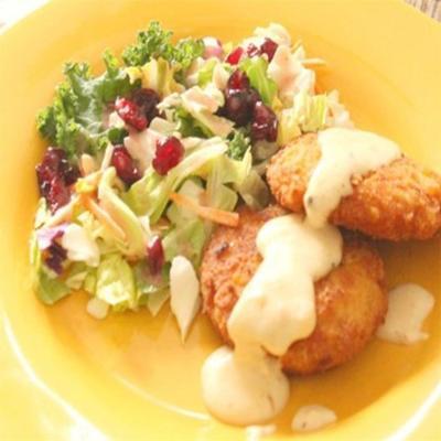 croquete de frango crocante com molho de manteiga de alho
