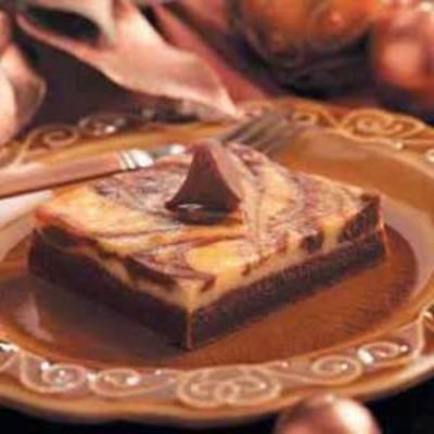 barras de cheesecake de chocolate duplo marmorizado