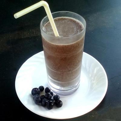 smoothie de proteína de espinafre de mirtilo
