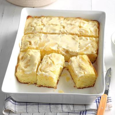 bolo de pêra com cobertura de creme azedo