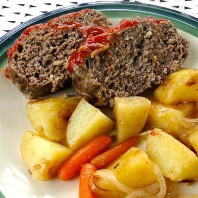 bolo de carne de panela de barro e batatas