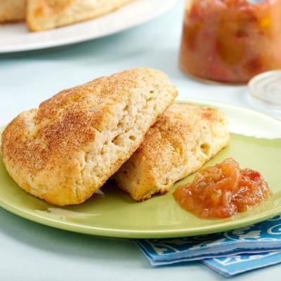 bolinhos de ricota com recheio de laranja ruibarbo