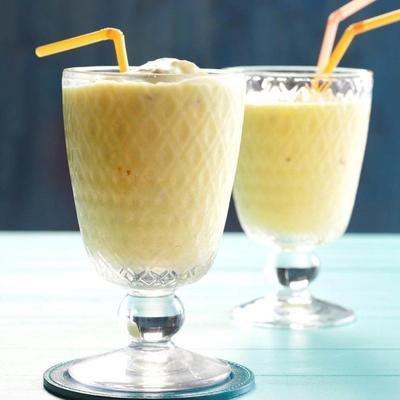 smoothie tropical de coco de abacaxi