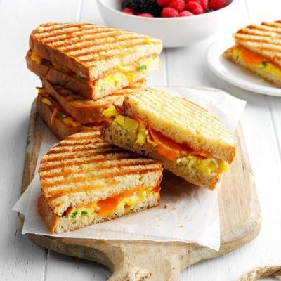levantar e brilhar presunto e ovo panini com maple e dijon