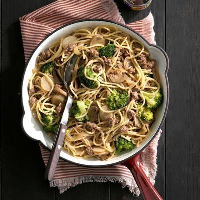 carne de brócolis lo mein