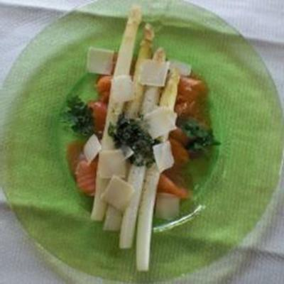 spargel-antipasti mit lachs (espargos brancos e salmão fumado)