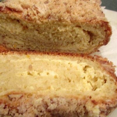 pão cheio de queijo polonês (babka)