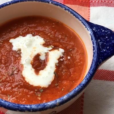 Sopa de tomate instantâneo e manjericão vegan instantâneo