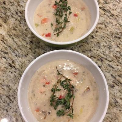 sopa de frango e arroz selvagem com alho-poró