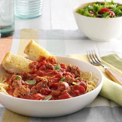 molho de espaguete fogão lento sobre linguine