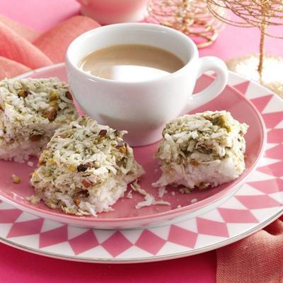 salgadinhos de coco pistache