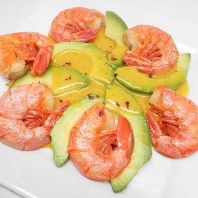 antipasto di gamberi e abacate con maionese alla senape (camarão e entrada de abacate com molho de mostarda)