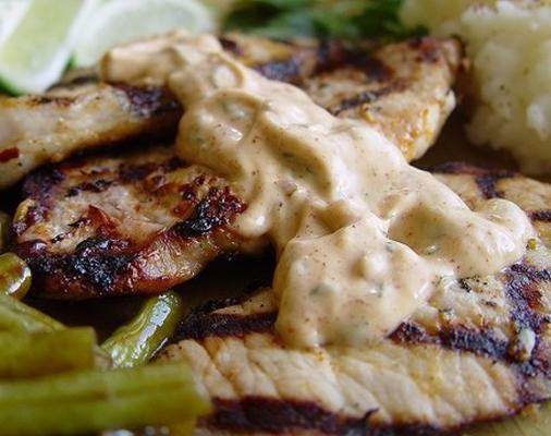 costeletas de porco grelhadas com limão, coentro e alho