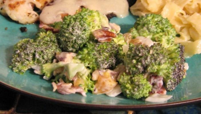 salada de brócolis com damascos