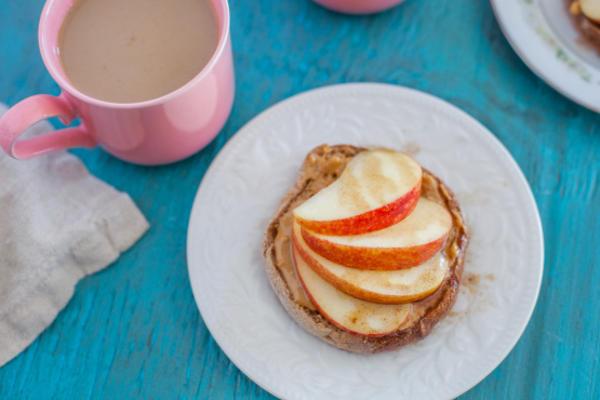 muffin inglês da maçã do pequeno almoço