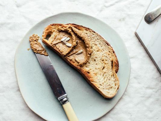 como fazer sua própria manteiga de semente de girassol