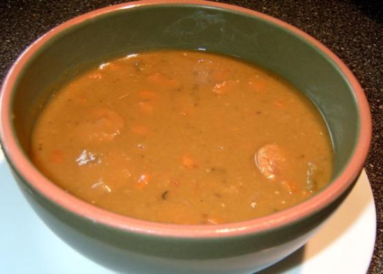 sopa de ervilha com salsicha - panela de barro