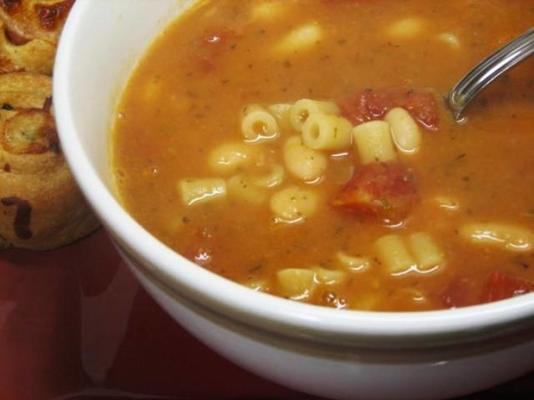 sopa de feijão e manjericão