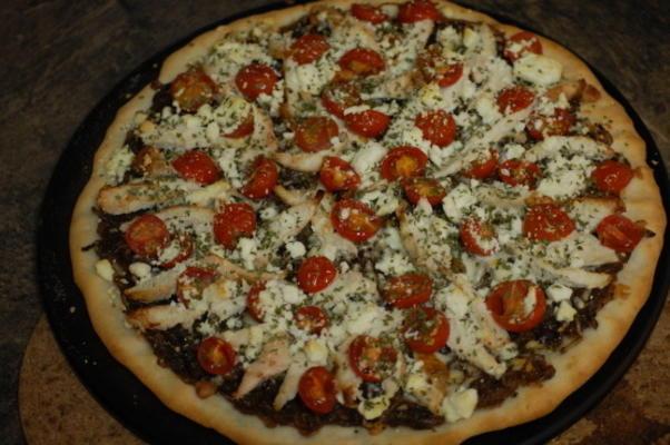 pizza de frango com cebola roxa caramelizada