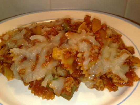salsicha italiana fácil e refeição de frigideira de macarrão