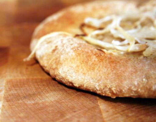 tajik non (pão achatado com chalotas)