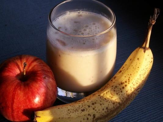 smoothie de abacaxi, maçã e banana