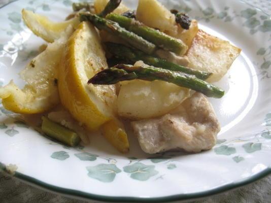 Frango assado com batatas, limão e aspargos